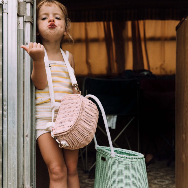 Panier en rotin enfant Mini Chari rose - Olli Ella