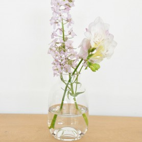 petit vase en verre rose poudré