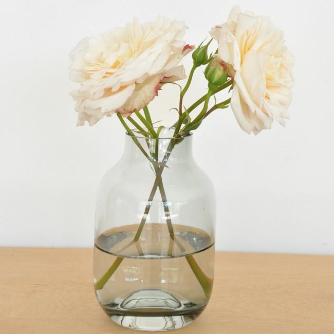 Petit vase en verre gris fumé