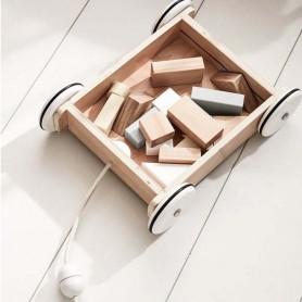 Chariot à roulettes avec cubes en bois