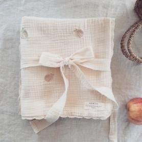 Couverture bébé en gaze de coton brodée - Pommes