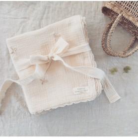 Couverture bébé en gaze de coton brodée - Trèfles