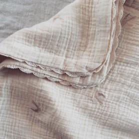 Couverture bébé en gaze de coton brodée - Hirondelles