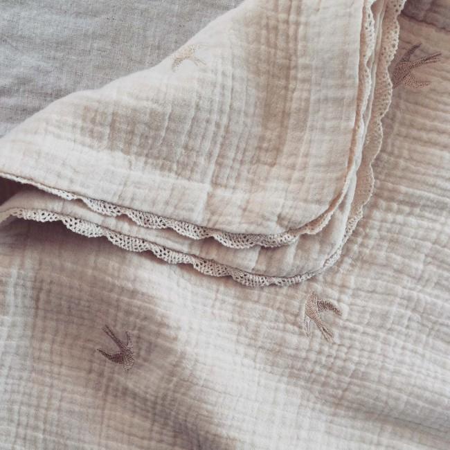 Couverture bébé en gaze de coton brodée