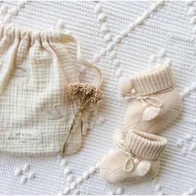 Chausson bébé tricoté et pochon brodé - Rose tendre