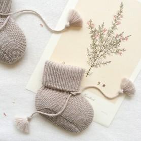 Chausson bébé tricoté et pochon brodé - Taupe clair