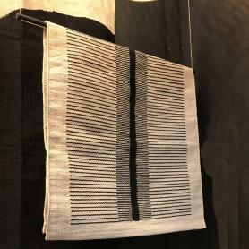 Tapis de coton motif lignes noires
